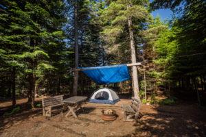 Camping Bonaventure. Sites boisés avec abri.
