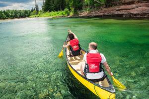 Canot jaune sur la rivière Bonaventure